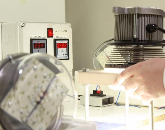KOKOH implanta de serie su innovador dispositivo mando de control REDUCTOR DE FLUJO EN TODAS LAS LUMINARIAS LED KOKOH